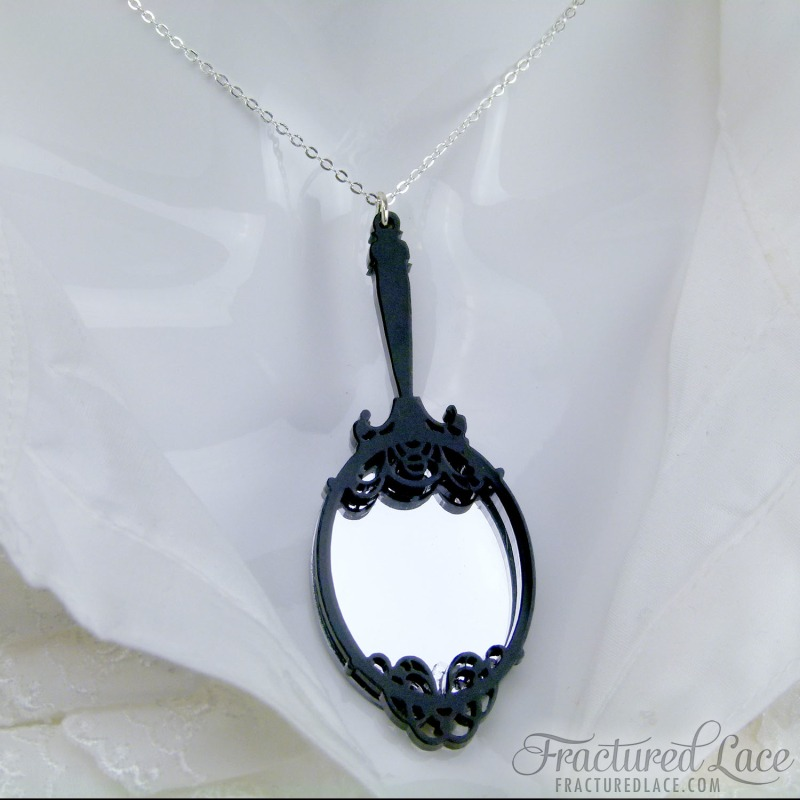 snow-white-mirror-necklace-close-800x800