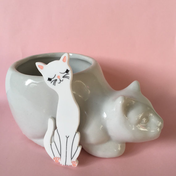 Jasmine white cat brooch