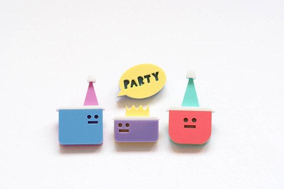 Tupperware party brooch set