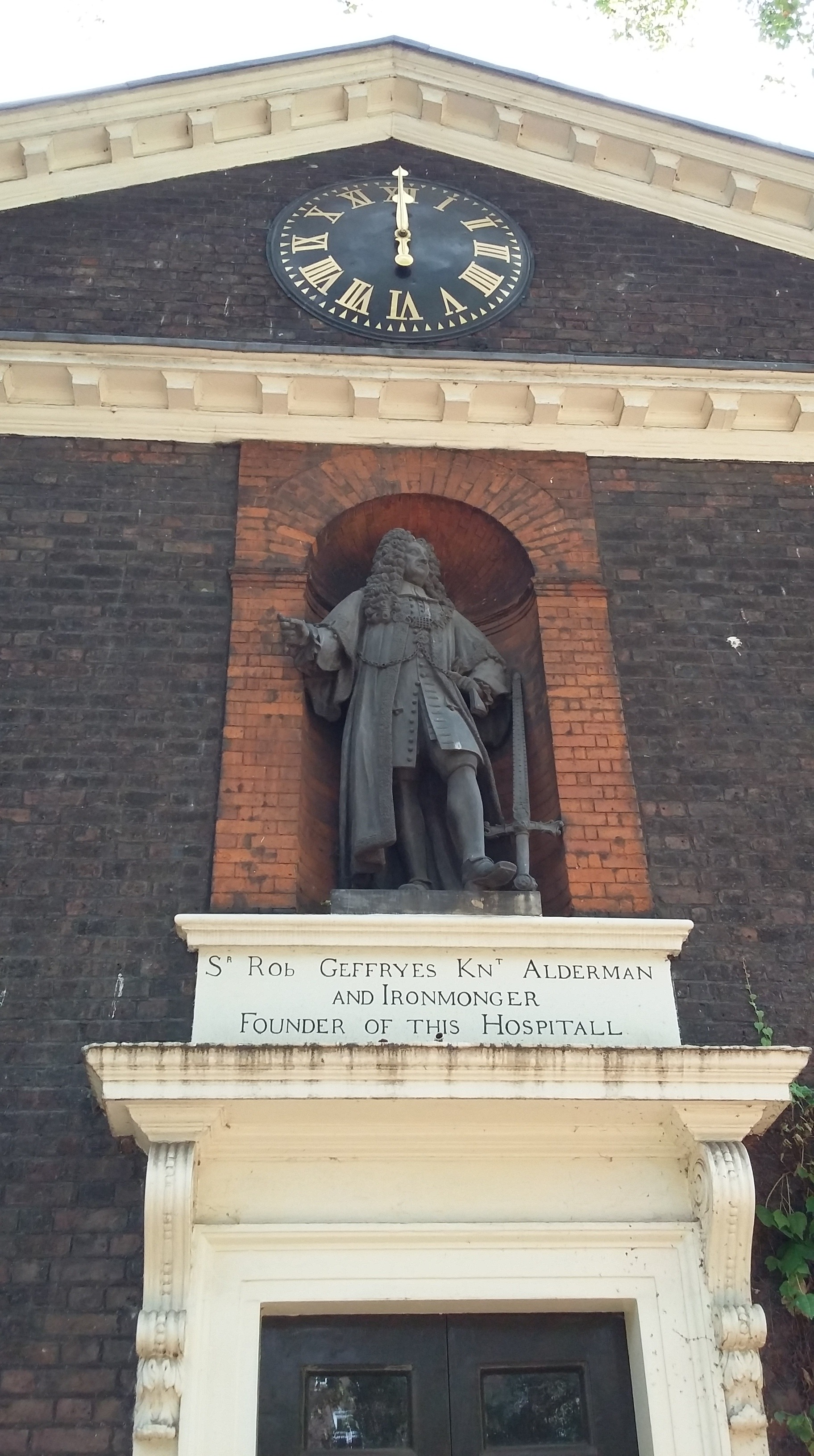 Statue of Sir Robert Geffrye