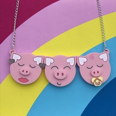 3 little pigs necklace