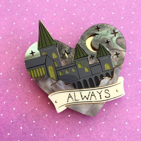 Hogwarts brooch