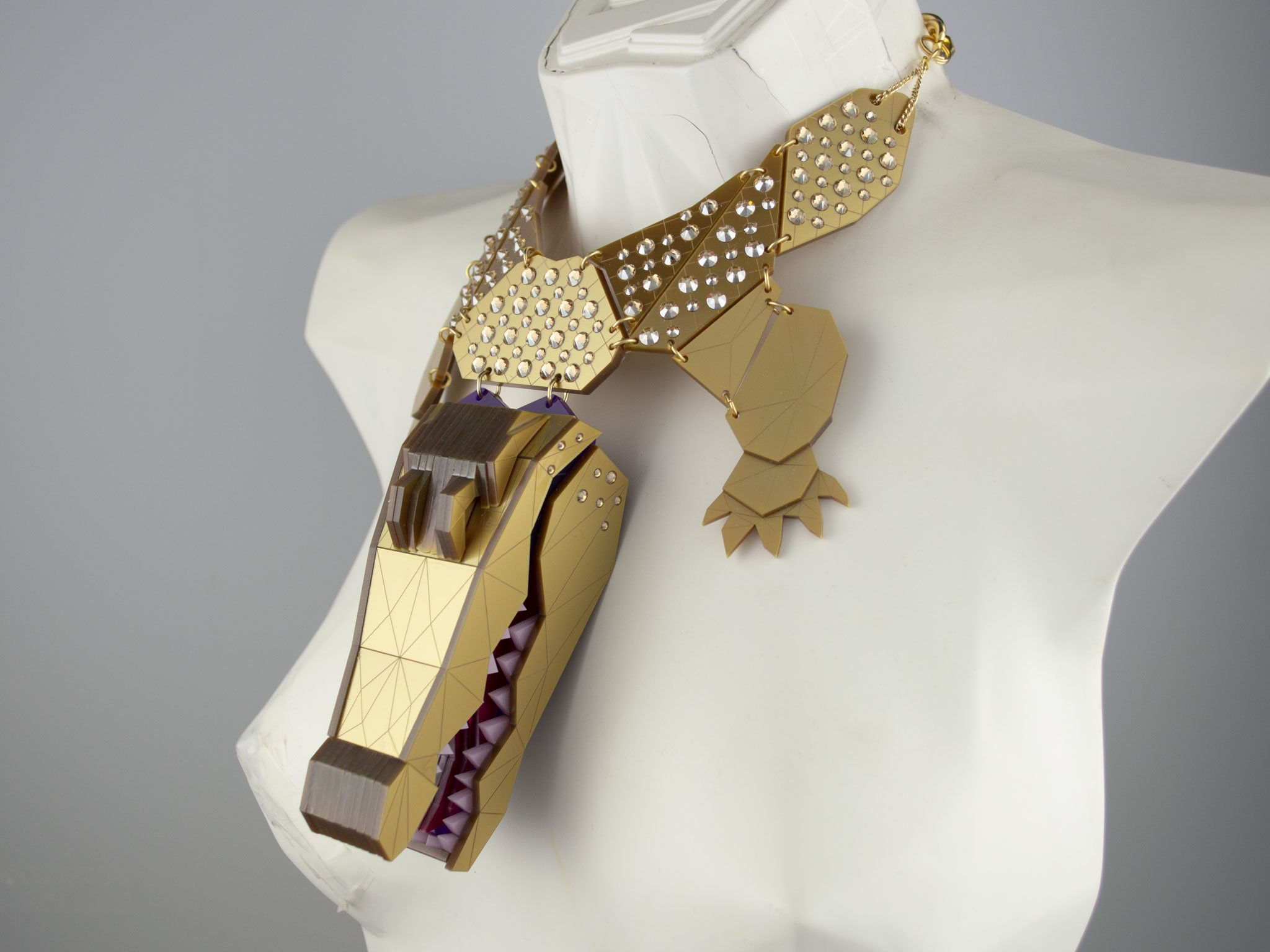 Statement crocodile necklace - gold jewel